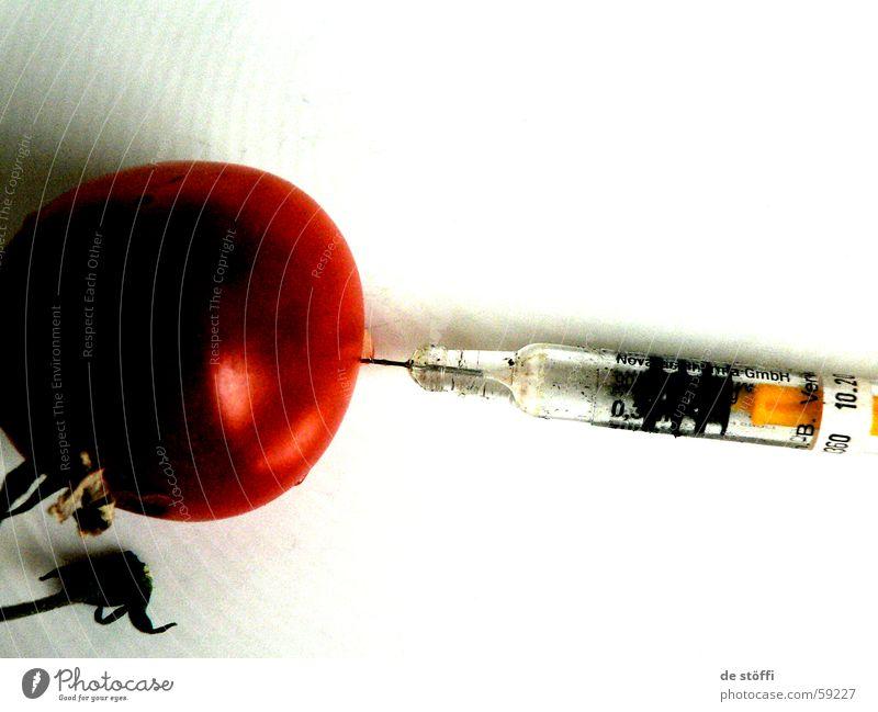 hauptsache es schmeckt, wo alt Ernährung Stil Angst dreckig Arzt gruselig Schmerz Tomate Spritze Manipulation Konsum steril Stich Genmanipulation