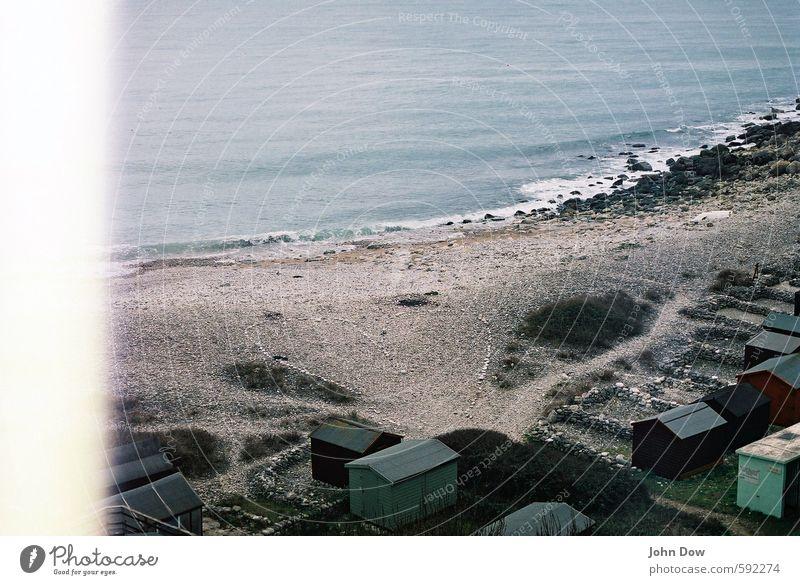 Auf den Sommer warten | Steine anhäufen Ferien & Urlaub & Reisen Strand Meer Insel Sträucher Felsen Küste Bucht Hütte Heimweh Fernweh herzförmig steinig