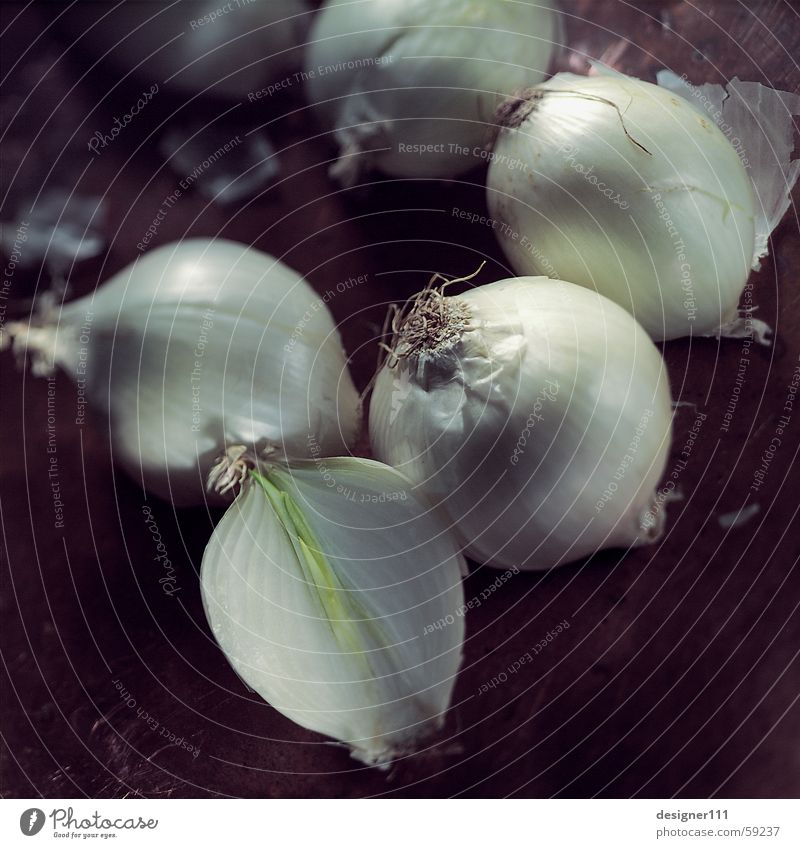 Zwiebeln weiß schwarz Auge Mund Nase Ernährung Kochen & Garen & Backen Küche Scharfer Geschmack Gemüse lecker Duft Geruch Schalen & Schüsseln weinen geschnitten