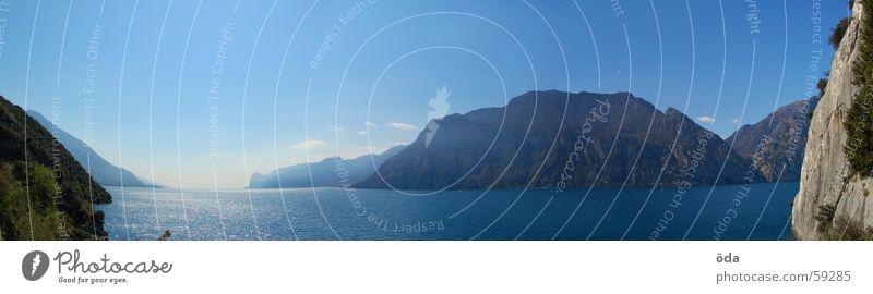 Lago di Garda Wasser Himmel blau Wand Berge u. Gebirge Stein See Küste groß Segeln Panorama (Bildformat) Mensch Gardasee Optimist