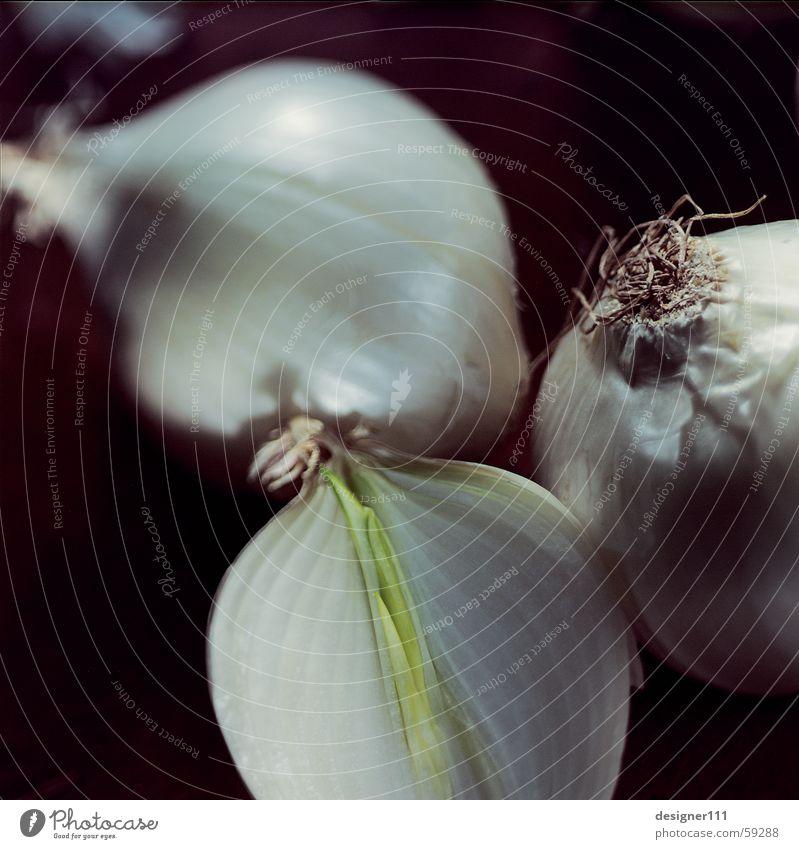 Zwiebeln Detail weiß schwarz Auge Mund Nase Ernährung Kochen & Garen & Backen Küche Scharfer Geschmack Gemüse lecker Duft Geruch Schalen & Schüsseln weinen