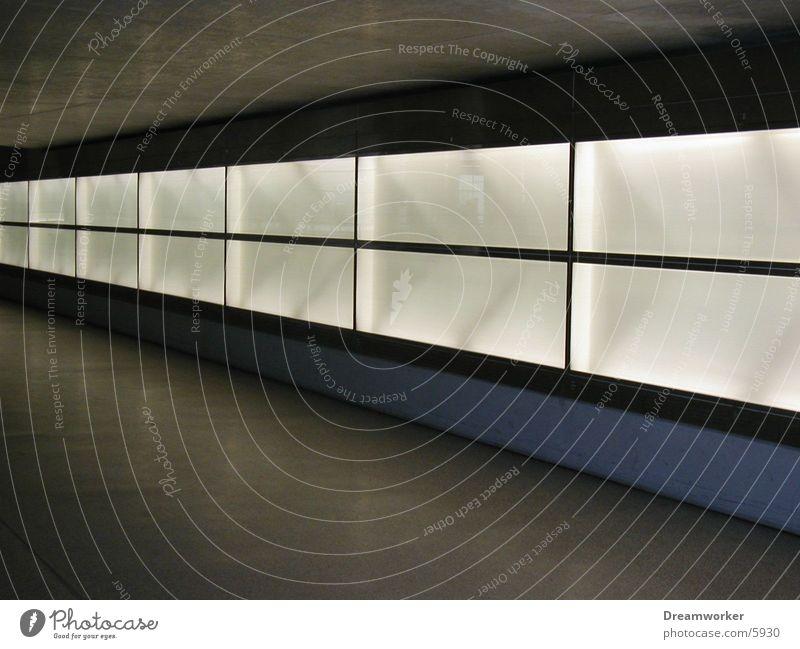 beleuchtete Wand Licht Unendlichkeit Architektur Potsdamer Platz leer Tunnel Unterführung Berlin