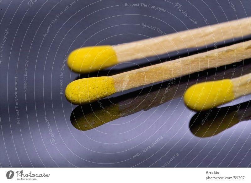 Streichhölzer Streichholz gelb Reflexion & Spiegelung Holz Makroaufnahme Brand