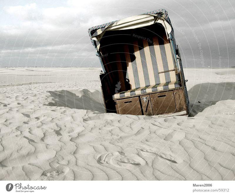 auf Juist Strand Meer Einsamkeit Wolken Ferien & Urlaub & Reisen Menschenleer See strankorb Insel Sand Wetter