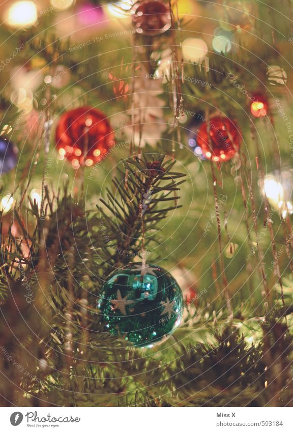 Hell Dekoration & Verzierung Weihnachten & Advent Baum glänzend leuchten Kitsch mehrfarbig Weihnachtsbaum Baumschmuck Christbaumkugel Tannenzweig Lametta
