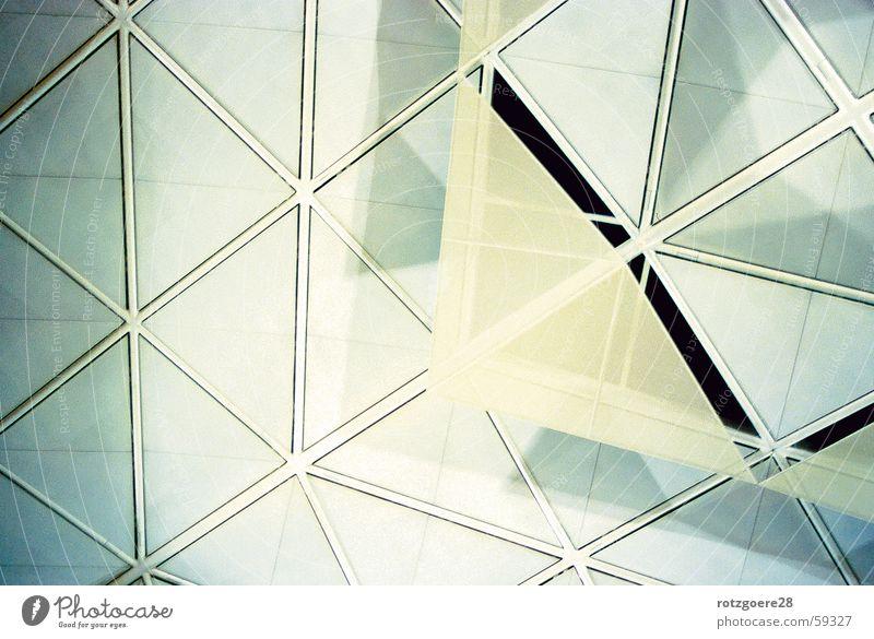 nach oben Muster Dreieck Dach flughafen london stanstead Glas aufwärts Architektur