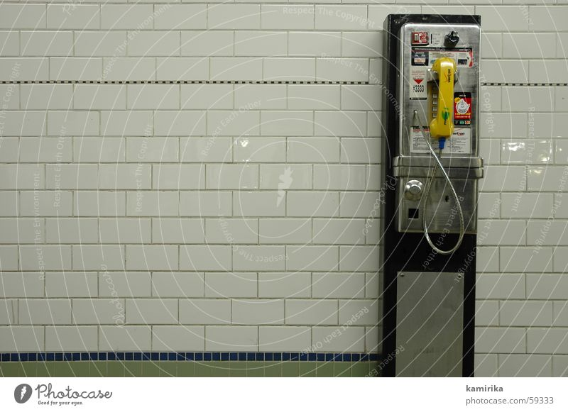 calling die 2te Telefon U-Bahn New York City phone phonecall Publikum