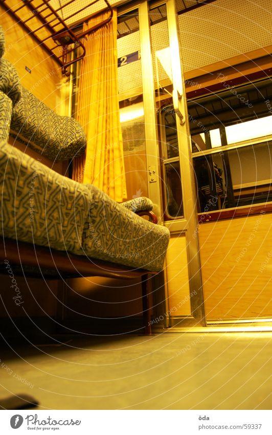 ÖBB-Style #1 Eisenbahn Zugabteil Ablage Gepäckablage Eingang Fenster Sitzgelegenheit Tür sitzen Bodenbelag öbb Ferien & Urlaub & Reisen Glas alt