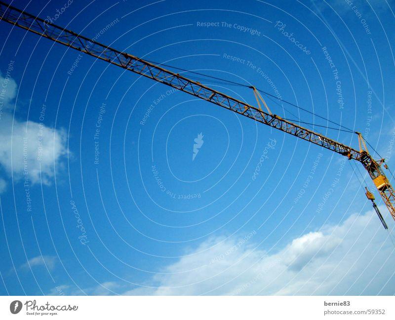 Lastenesel Kran heben gelb Baustelle Wolken Stahl Arbeit & Erwerbstätigkeit bauen blau Himmel ziehen machen kondens Seil