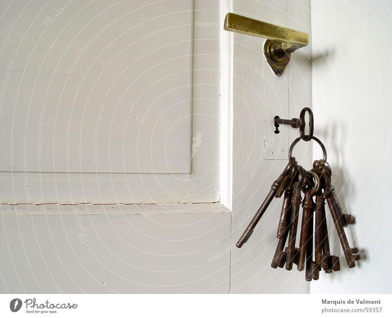 Schlüsselstellung No. 2 Tür Eingang Raum Zimmertür Türschloss Griff geschlossen eingeschlossen lackiert Eisen Messing Kassettentür Türfüllung Burg oder Schloss