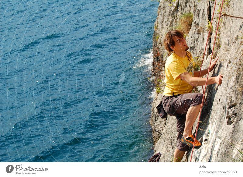 Klettern am Gardasee Mann Wasser blau Sport Wand Berge u. Gebirge Bewegung See Seil retten Gürtel Kletterseil
