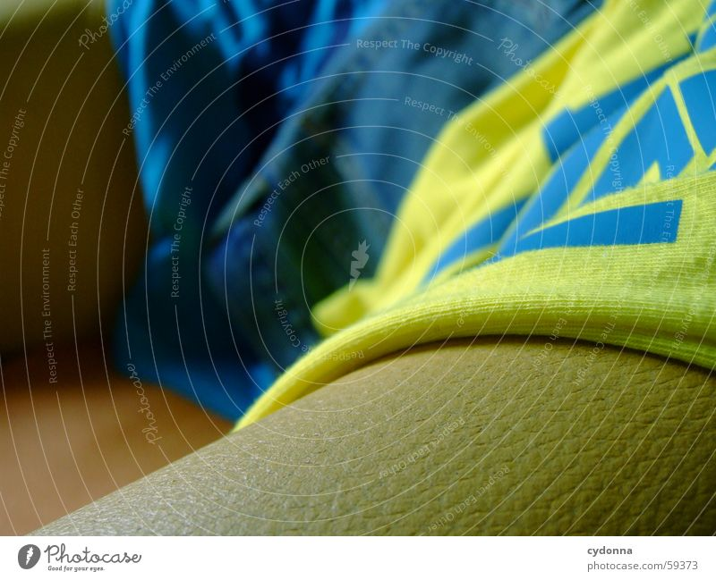 Textilterror 2 Textilien Stoff Bekleidung Licht Stil Aufdruck Dekoration & Verzierung Redewendung Englisch Sessel Jeanshose Farbe trendy Detailaufnahme Falte