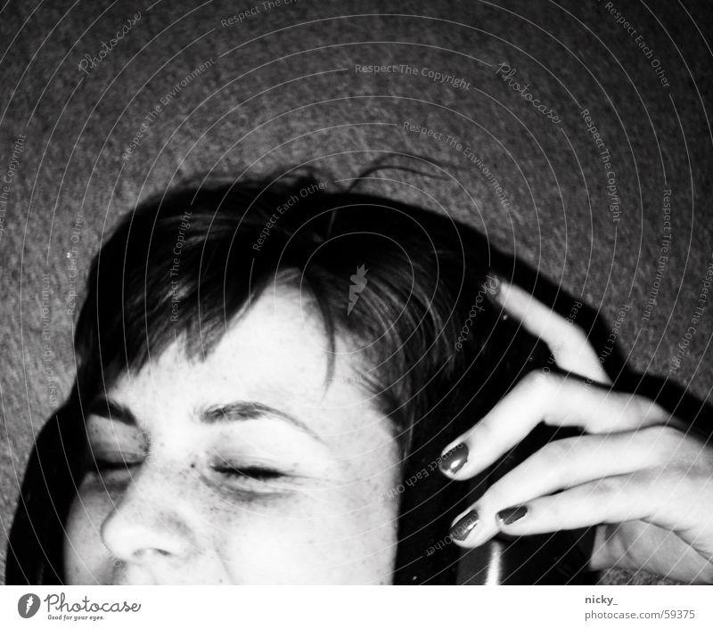 can you turn it up a lil' bit? Kopfhörer Frau Hand grinsen träumen headphones Schwarzweißfoto Bodenbelag rock it Nase Gesicht Auge shake it laallaaallaa