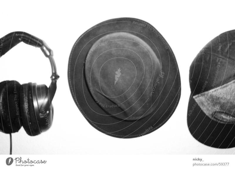 hmm, meinst du ich brauch nen hut? Baseballmütze Stil schwarz weiß Wand Haken Diskjockey Takt headphones Hut samt hut von opa cap von mir Wetter Sonne Musik