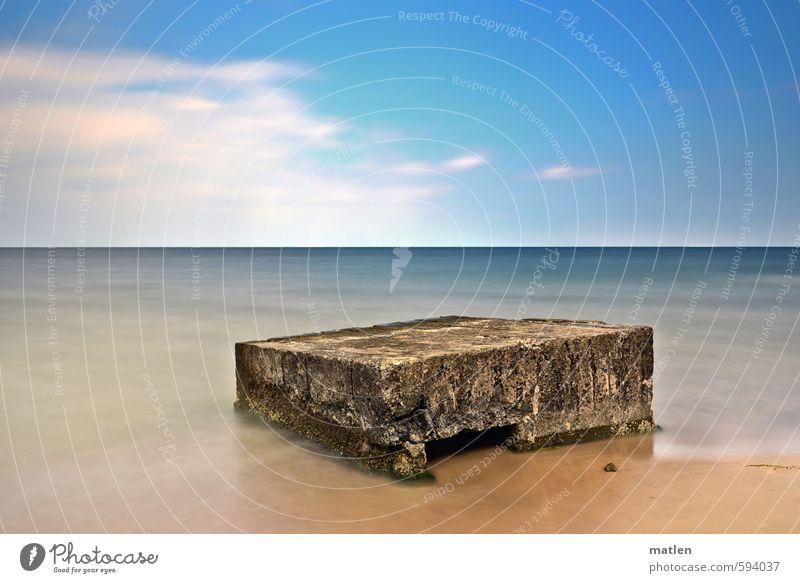 stage Landschaft Sand Wasser Himmel Wolken Horizont Sonnenlicht Herbst Wetter Schönes Wetter Küste Strand Meer Menschenleer Ruine blau braun weiß Bunker