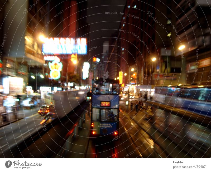 HK Tramway Hongkong Straßenbahn Geschwindigkeit Nacht Werbung Leuchtreklame vorwärts Linksverkehr Asien Verkehr Verkehrswege hk strabe tramway tramways