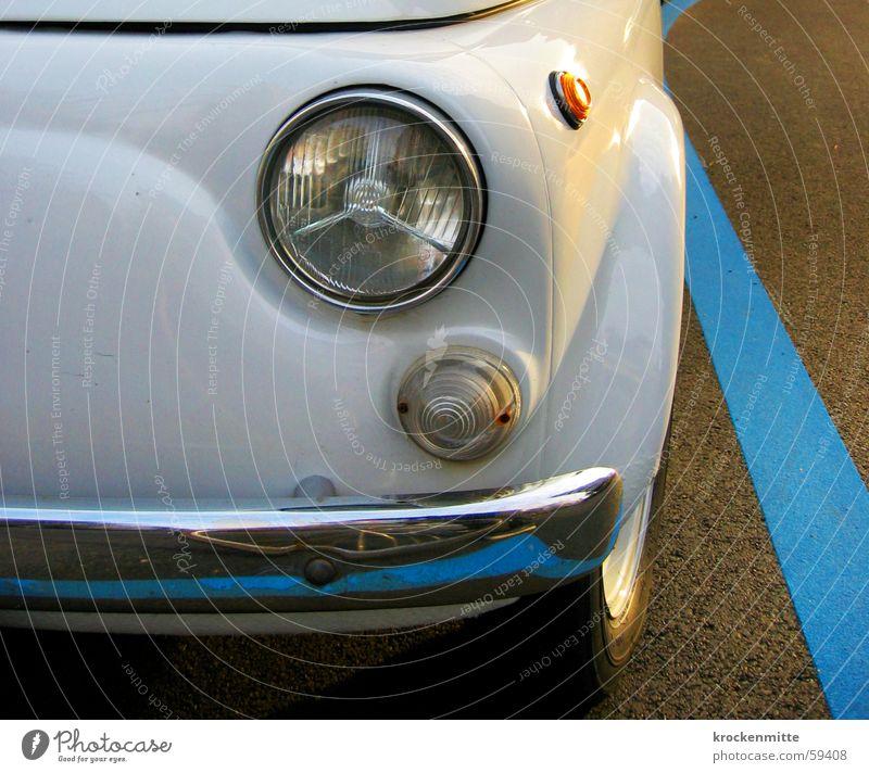 Fahren Ist Auch Toll parken Parkplatz Stoßstange Teer Karosserie weiß Reifen Abendsonne PKW blaue zone Scheinwerfer Angelköder Linie