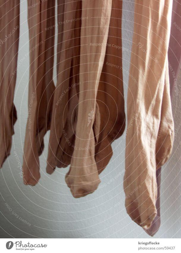 hängefüße Wand weiß Strumpfhose hängen braun Nylon Dame Fuß Beine