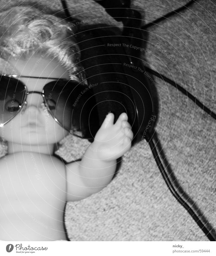 last night a dj killed my doll.. Musik Brille Kabel Bodenbelag Puppe Kopfhörer Sonnenbrille Ton Pornobrille