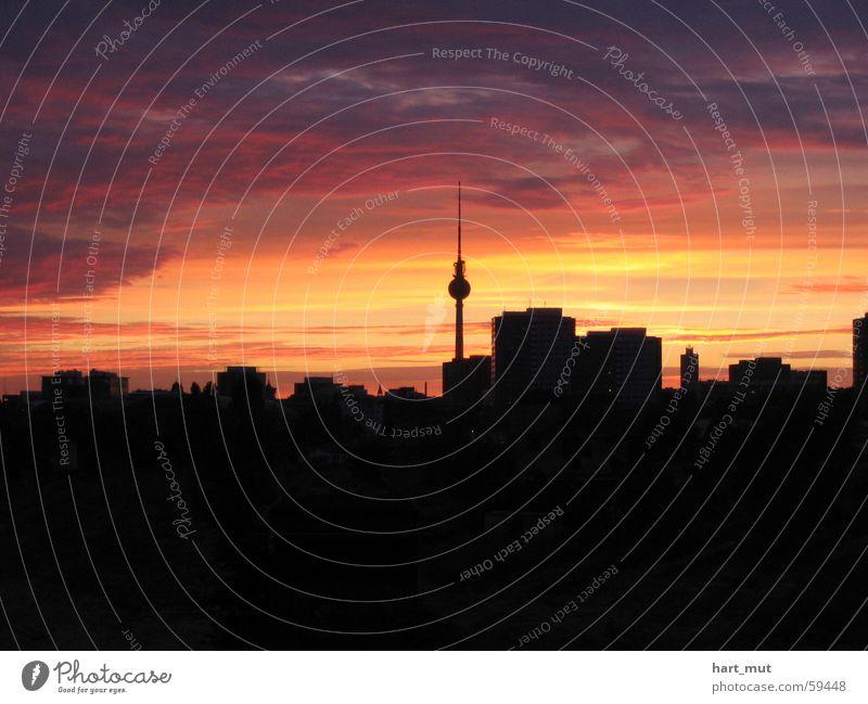 skyline Himmel Wolken dunkel Berlin rosa weich zart Skyline sanft Berliner Fernsehturm hart Alexanderplatz