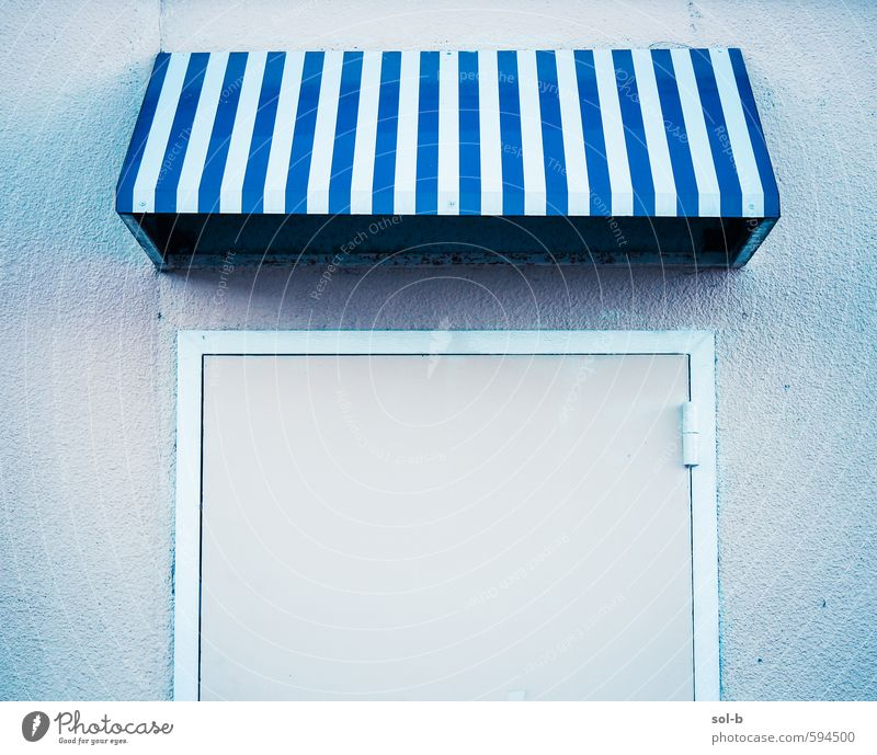 Ladenfront Lifestyle Stil Ferien & Urlaub & Reisen Dorf Hafenstadt Mauer Wand Balkon Tür alt einfach Billig kalt trist blau Enttäuschung Business