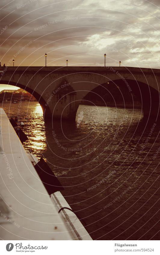 Paris II Ferien & Urlaub & Reisen Wasser Sommer Ferne Gebäude Architektur Freiheit Tourismus Ausflug beobachten Brücke Abenteuer Romantik Straßenbeleuchtung