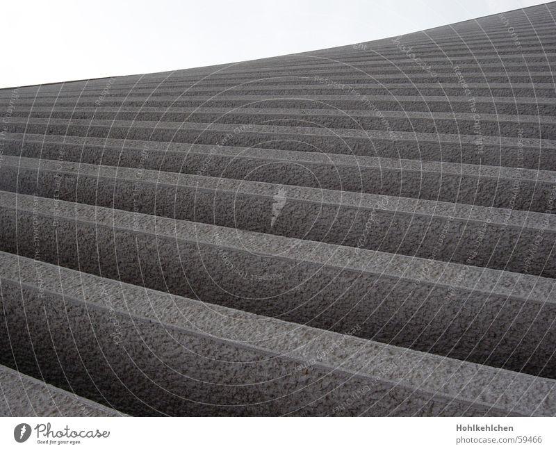 Landstreifen Fassade grau Streifen Geometrie leer hart Glätte Stein Perspektive Schatten Linie Lücke ruhig Treppe