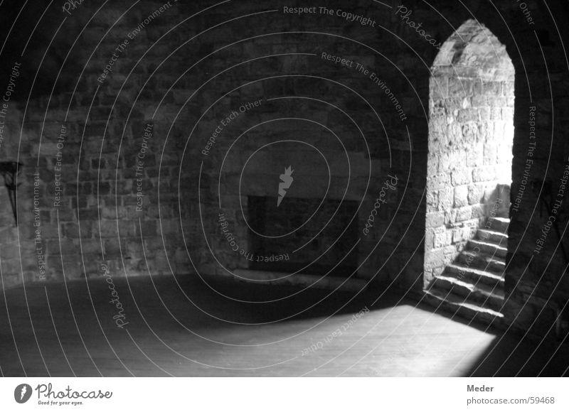 Prince of wales' hall Mauer Festung Saal Durchgang Adel Kammer Tor Unbewohnt Flur Portal erlaucht Einsamkeit Menschenleer Licht Lichteinfall Wales