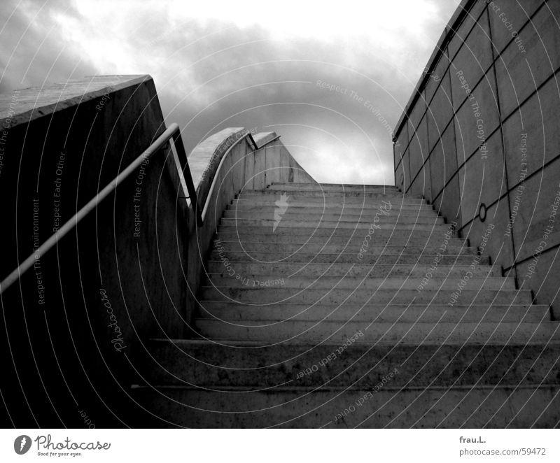 Treppe Mauer dunkel grau Einsamkeit Beton Regen unheimlich Architektur modern Himmel Geländer Elbe