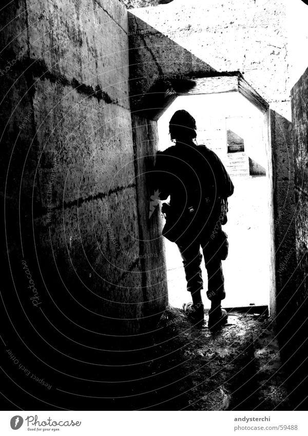 Gefechtspause warten Pause Ruine Krieg Soldat Armee Deckung