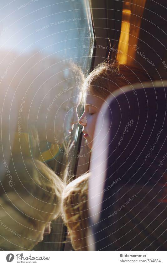 catching sunlight Mensch Kind Ferien & Urlaub & Reisen Sonne Erholung ruhig Mädchen Gefühle feminin Glück Abteilfenster Kopf träumen Zusammensein
