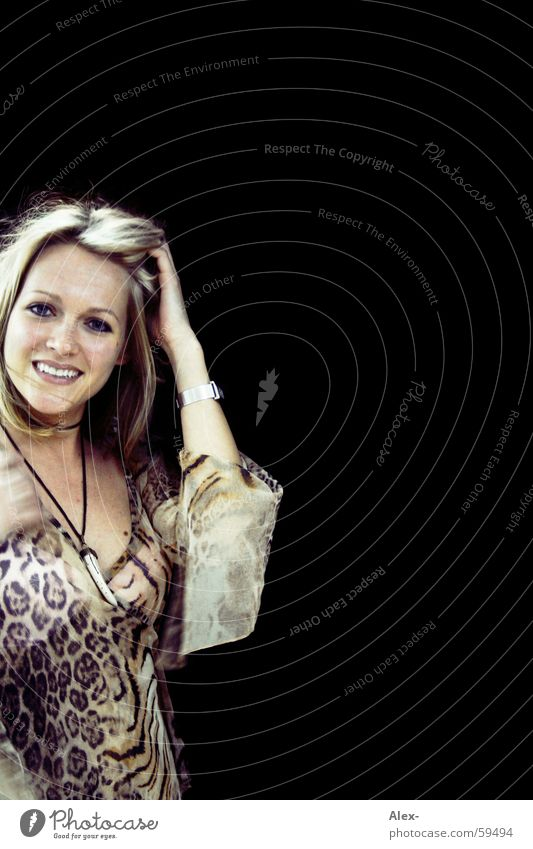 Nachtkatze Frau schön Haare & Frisuren lachen Mode blond Lächeln einzeln Freundlichkeit Halskette Siebziger Jahre Frauengesicht Bluse Tigerfellmuster Dekolleté Frauenoberkörper