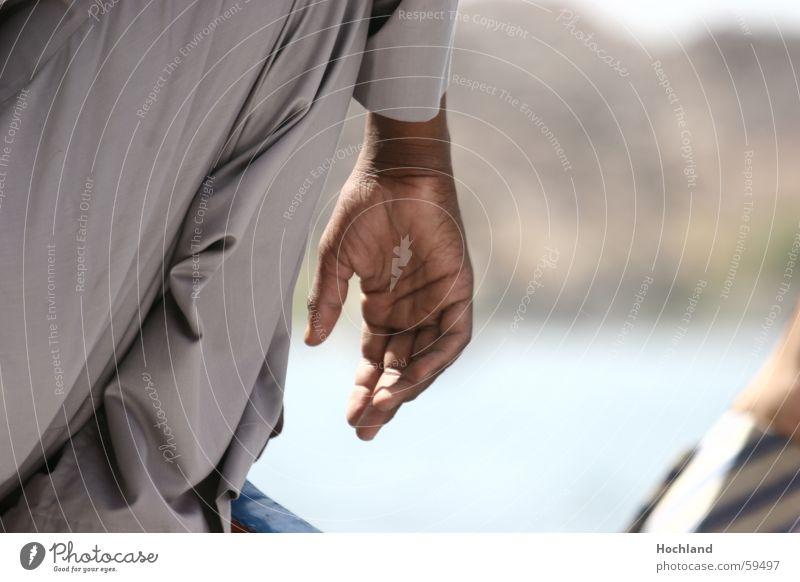 Die Würde der Hand Mann Straße Finger Aktion Falte berühren Leidenschaft selbstbewußt Daumen Tatkraft Ägypten Afrika Körperteile