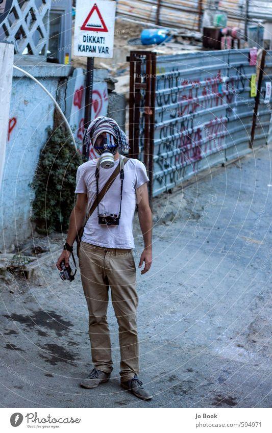 Gezi Park Demonstrant Gasmaske Fotograf Dokumentatorin maskulin Junger Mann Jugendliche Erwachsene Leben 1 Mensch 18-30 Jahre Istanbul Türkei Europa Kleinstadt