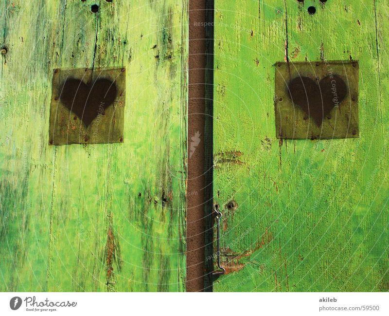 Liebestür grün ruhig Farbe Fenster Holz 2 Herz Tür Fröhlichkeit offen Frankreich Fleck Doppelbelichtung Ehrlichkeit Fensterladen
