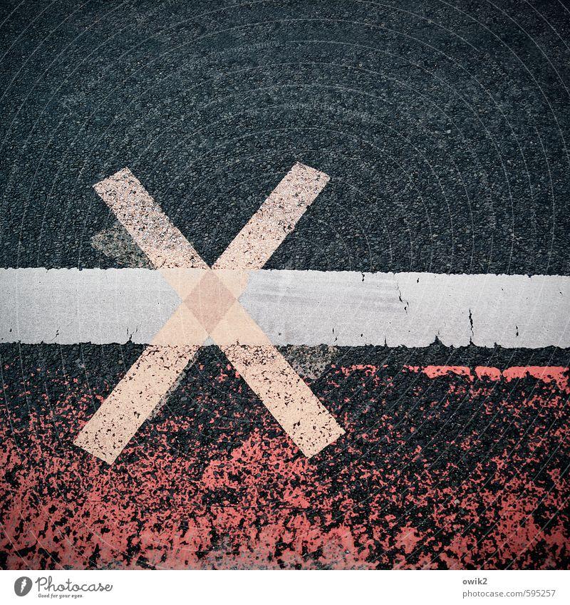 Straßenkreuzer Verkehr Verkehrswege Zeichen eckig einfach fest unten Stadt blau orange rot Fürsorge bedrohlich kompetent Risiko Fahrbahnmarkierung Asphalt Kreuz