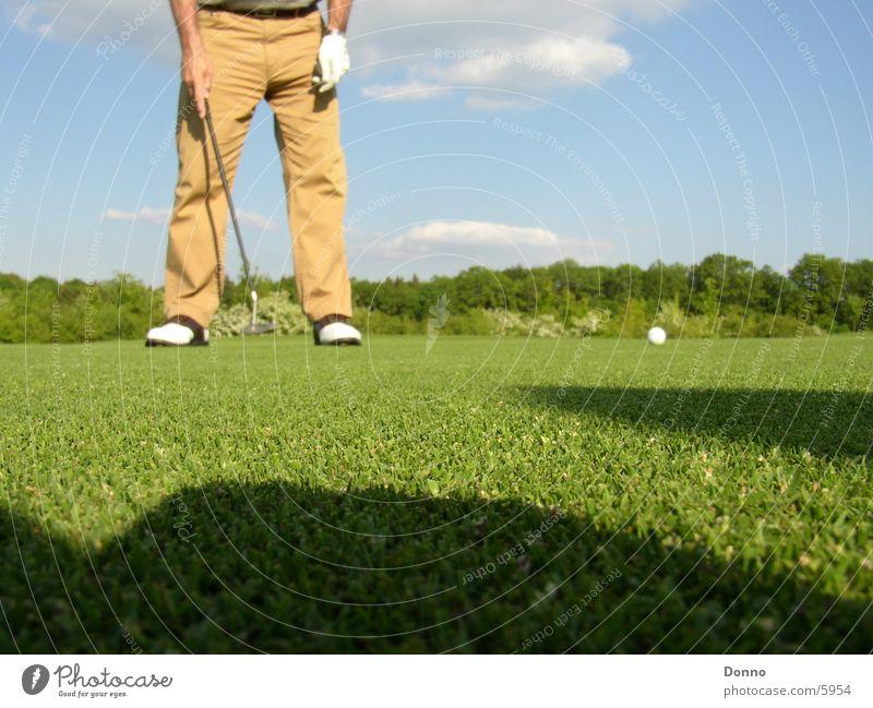 Golfplatz Fotoshooting Mann grün Sport Ball Schatten