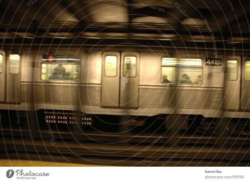 sliding New York City U-Bahn Stahl Blech London Underground Eisenbahn Eisenbahnwaggon Fenster Licht