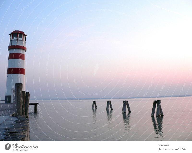 Stille (...Dynamik) Leuchtturm See ruhig Steg Anlegestelle Ferne Außenaufnahme Podersdorf am See Sonnenuntergang träumen Erholung Österreich Wasser Himmel