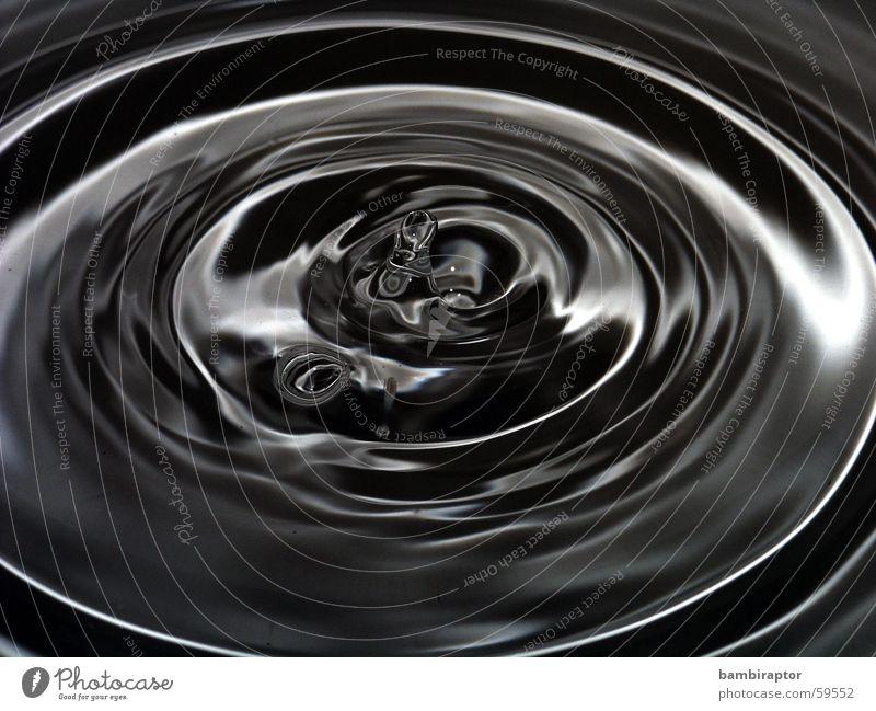 sad waters Wassertropfen Wellen Makroaufnahme schwarz weiß Kreis konzentrische kreise Reflexion & Spiegelung drop wave circle black white Schwarzweißfoto