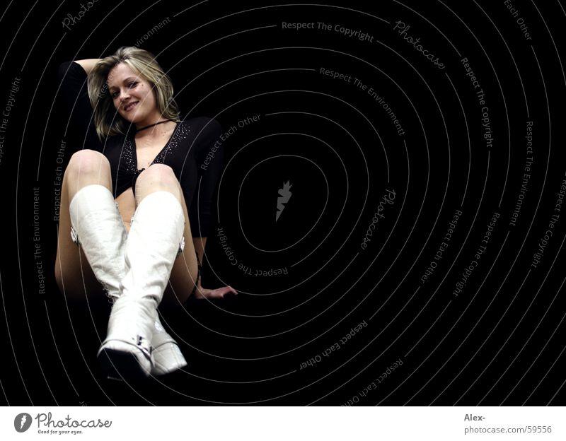 the boot is white in the night Frau schön blond verführerisch Stiefel weiß schwarz Erotik babe lachen Schatten sitzen warten Haare & Frisuren