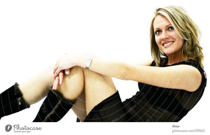 Das Knie gibt mir Halt Frau weiß schön Freude schwarz Erotik lachen Glück blond sitzen Fröhlichkeit süß niedlich Lebensfreude Schwarzweißfoto