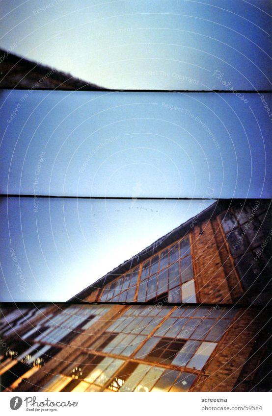 Floating Points Himmel blau Haus Fenster Stein orange Glas verrückt Industriefotografie kaputt Leipzig Zerstörung