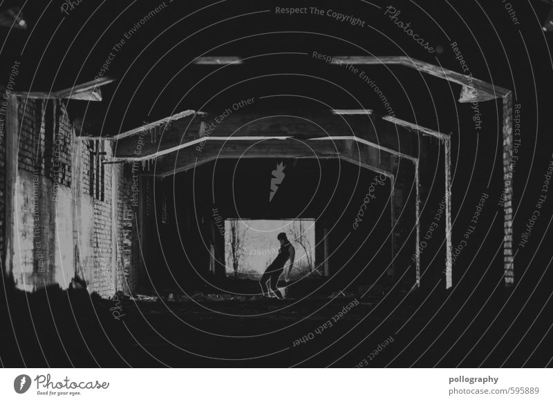 Erstes 2014 | Zombie in Town Mensch feminin Junge Frau Jugendliche Erwachsene Leben Körper 18-30 Jahre Industrieanlage Fabrik Architektur Fenster Mütze achtsam