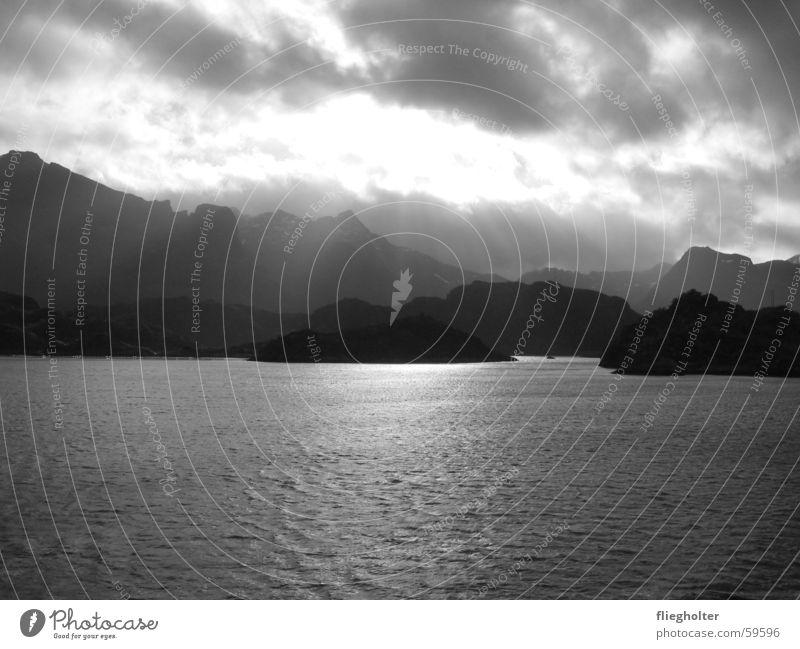 lofoten Norwegen kalt Lofoten Meer Licht Stimmung Ferien & Urlaub & Reisen Herbst Interrail Oktober Trauer Fernweh Außenaufnahme Norden Ferne Berge u. Gebirge
