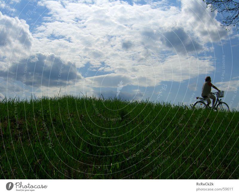 Cross Frau Himmel Wolken Wiese Fahrrad Fahrradfahren