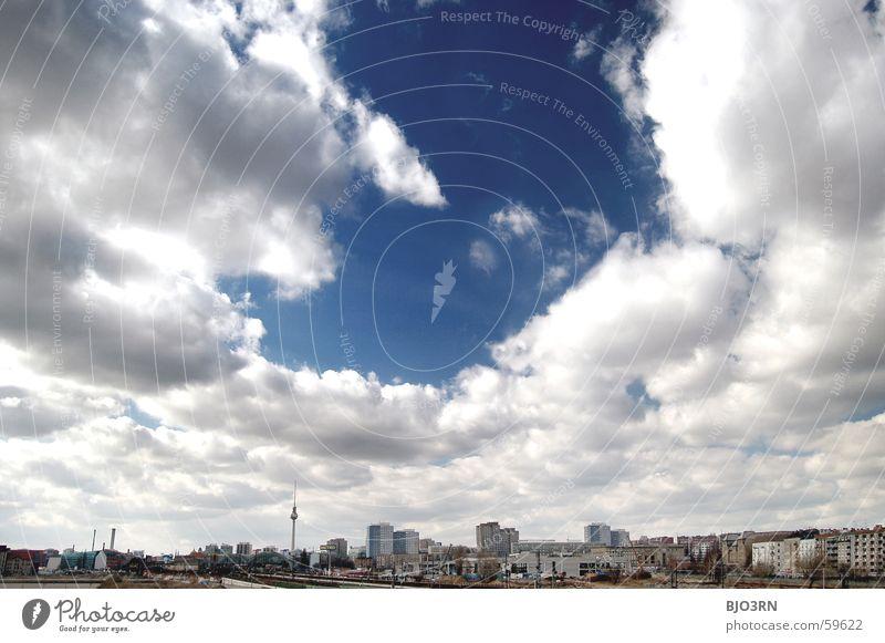 Ausblick: Warschauer Strasse Himmel weiß blau Stadt Haus Wolken Berlin Sand Aussicht Baustelle Skyline Warschauer Straße