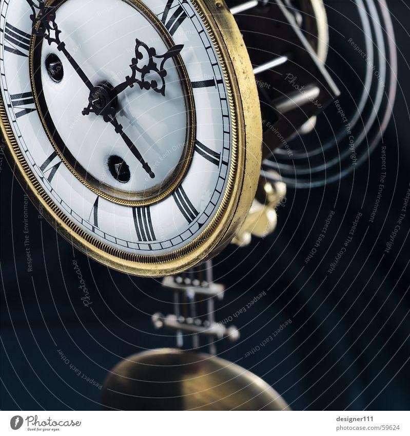 as time goes by . . . Uhr Tischuhr Uhrwerk Zeit Jahr Monat Zifferblatt Ziffern & Zahlen Uhrenzeiger Uhrpendel antik Kostbarkeit standuhr alte uhr Graffiti