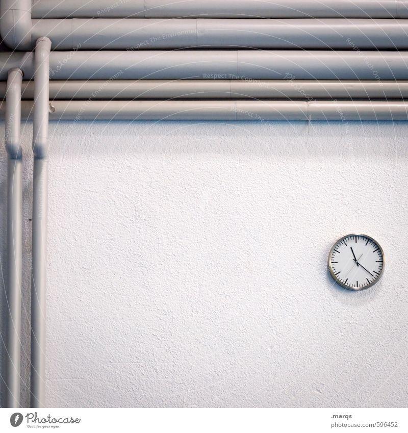 Zeit und Raum weiß Wand Innenarchitektur Mauer grau hell Arbeit & Erwerbstätigkeit Business Uhr Beginn einfach Röhren Termin & Datum Präzision Pünktlichkeit