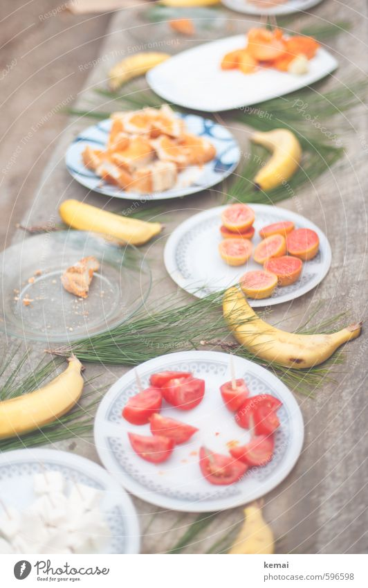 Frisch geschnitten Lebensmittel Käse Frucht Orange Brot Banane Tomate Teile u. Stücke Ernährung Mittagessen Büffet Brunch Picknick Bioprodukte Slowfood Teller